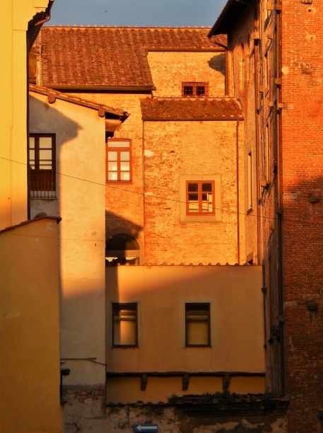The last light of that day in Lucca. The sun said: Okay, one more.
